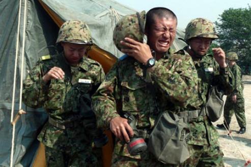 催涙剤を訓練で使用している陸上自衛隊